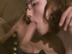Claudia Odenweller bekommt ihr erstes Sperma ins Maul