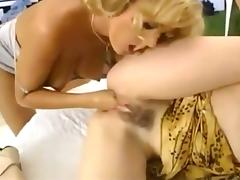Kinky anal and fisting threesome
