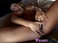 Curvaceous blonde minx with perfectly shaved pussy going solo porn video