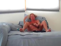 wife lynda masturbating