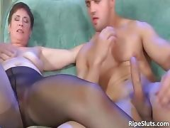 Mature hooker getting that old cunt part3
