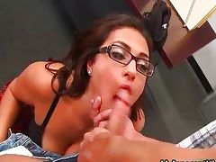 Sexy brunette babe gets horny sucking porn video