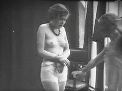Babes Beat Each other with Whips 1920