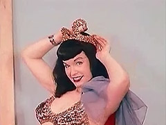 Sensitive Belly Dance of a Hot Pornstar 1950