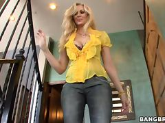 Blonde Mommy is Looking Forward for a Hardcore Fucking