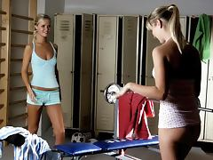 Athletic seduction with two sizzling blondies