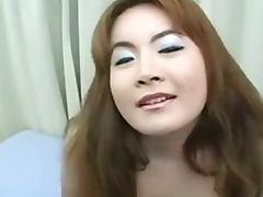 Chi gai dam dang nung lon them dit nhau