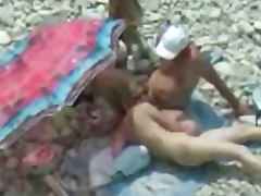 Hidden camera blowjob on the beach