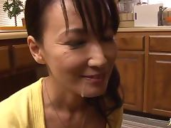 Horny wife Hotaru Yamakawa gives a nasty blowjob