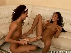 Leanna Sweet pleases sexy brunette Selena with hot fisting