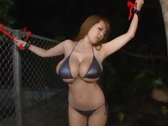 Japanese model with massive tits Hitomi gets felt up