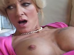 Horny milf heats up young dick