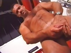 musculed daddy jerks off his hudge cock and cums