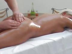 Erotischer Partnermassage