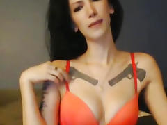 Sexy Tattoo Babe Fingering and Cumming On Webcam