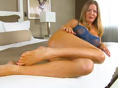 Amber Micheals cums hard....and squirts!