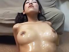 Shiina Rei receives her face and body creamed