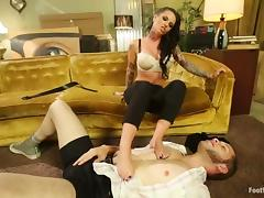 Steaming brunette gets her toes licked and pussy fucked