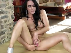 Brunette Chloe Lovette is fingering her vagina