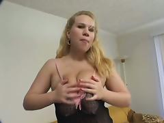 Chubby blonde Alyssa West satisfies two guys after toying her cunt