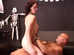 Linda loves 69 coition and to relative to a blowjob