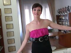 Brunette With Short Hair and a Precise Shaved Pussy Getting Fucked