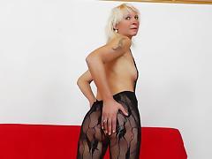 Mature kermis Bernadeta masturbates nearby her nylons