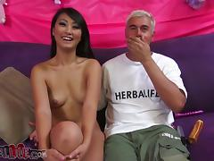 Evelyn Lin toys the brush pussy and gives a hot blowjob in the matter of some ladies'