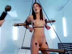 Amazing Hanna Reilly gets secured up together with turned on