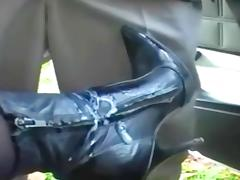 Stiefel Fick - Footjob am Auto