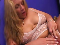 Mature bitch enjoys cunnilingus and gets her ass pounded from behind