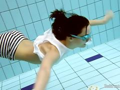 UnderwaterShow Video: Vera in the pool