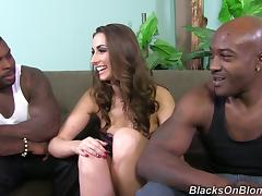 Magnificent Paige Turnah has threesome sex with Blacks