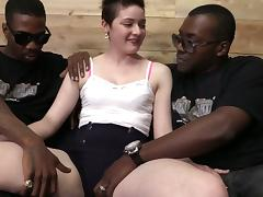 Short Haired Brunette Fucking With Two Black Guys And Eat Cum
