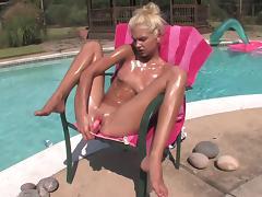 Teen Franziska is masturbating her puss