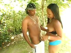 Amateur black babe gives a hot blow job in the garden