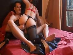 chica con portaligas haciendo sexo anal