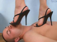 Under-Feet Video: Karolina