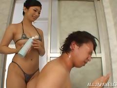 Sexy Hikari Hino gives a lucky guy a bath
