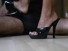 milf macht den perfekten Shoejob footjob