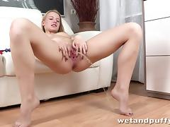 Olivia Grace Plays With Her Cunt Hardcore And Piss