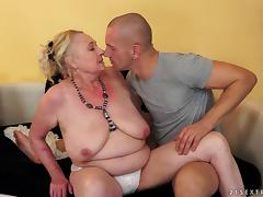Chubby blonde granny with big flabby boobs gets her pussy smashed