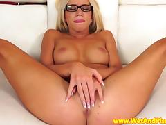 Piss soaked babe fingers her pussy