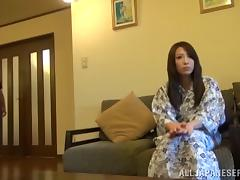 Asian Emiri Sakashit enjoys deep throat fucking on the couch